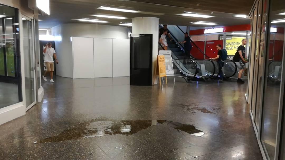 Wasserleck im Neumarkt: Hat das mit der Stadt Brugg zu tun?