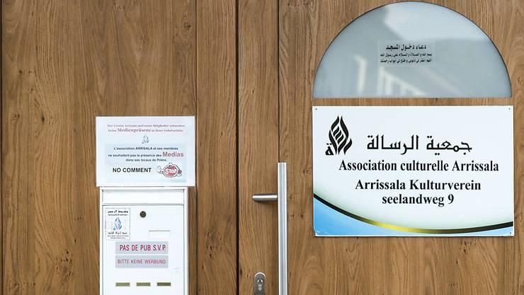 Der Eingang zur Ar'Rahman-Moschee in Biel, in welcher der Imam Abu Ramadan predigte. (Archivbild)