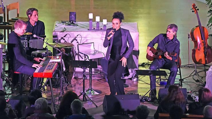 Nubya und ihre Band zogen das Publikum mit leidenschaftlich und gefühlvoll vorgetragenen Gospel- und Soulsongs in ihren Bann.