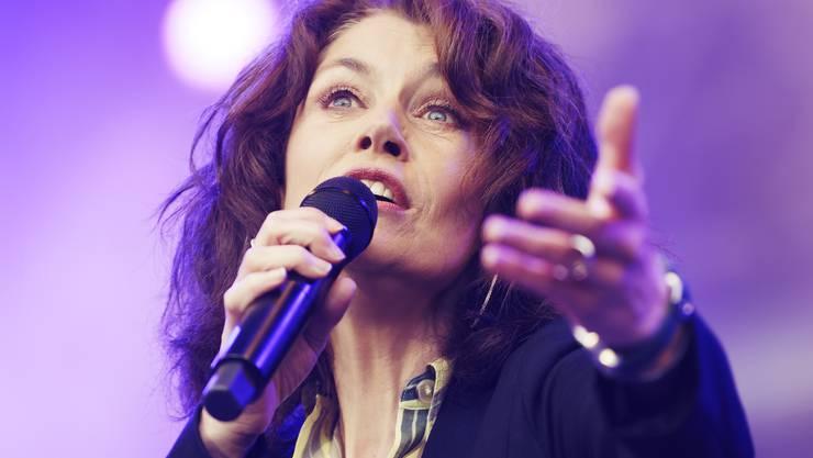 Die Walliser Sängerin Sina eröffnete die Magic Night 2019 auf dem Heitere Zofingen.