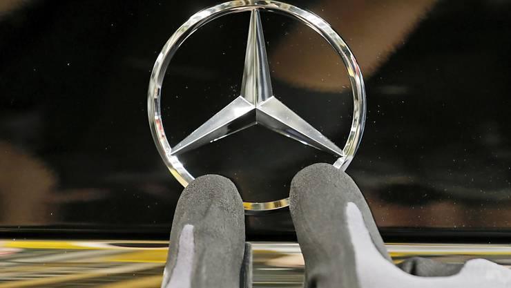 Daimler verbucht Gewinneinbruch. (Archiv)