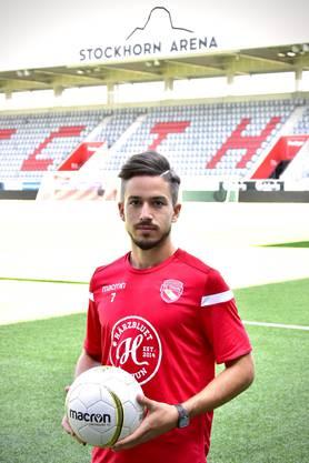 Miguel Castroman posiert in den Farben rot und weiss. Diese will er in den nächsten drei Jahren verteidigen, egal, wie der Gegner heisst.