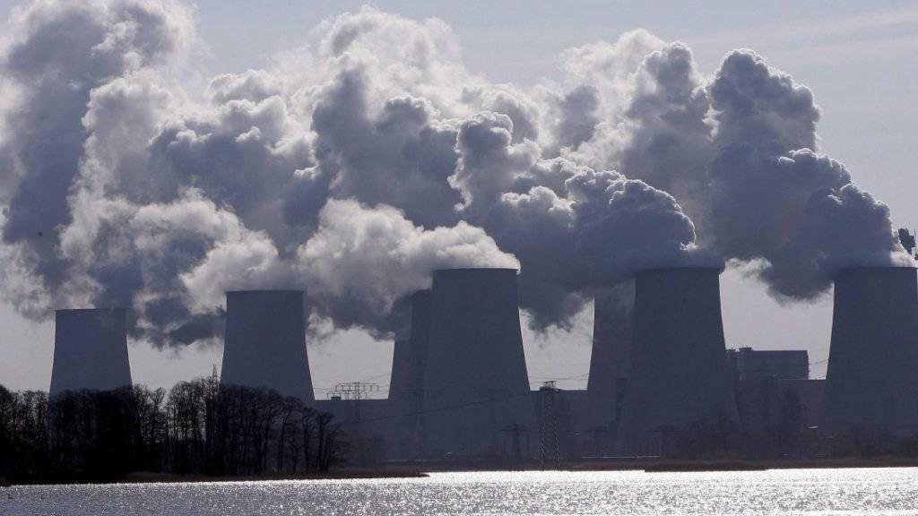 Der EU-Markt für Emissionsrechte ist sehr viel grösser als jener der Schweiz. Der Zusammenschluss der Emissionshandelssysteme würde Schweizer Unternehmen neue Möglichkeiten eröffnen. (Archivbild)