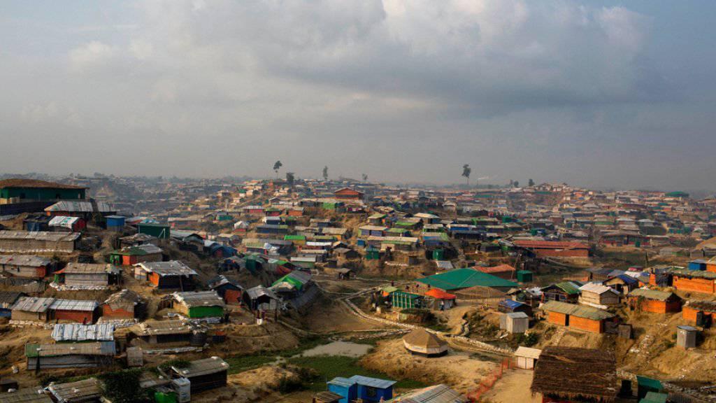 Blick auf das Flüchtlingscamp Kutupalong im Distrikt Cox's Bazar im südöstlichen Bangladesch an der Grenze zu Myanmar. Hunderttausende Rohingya sind aus Myanmar nach Bangladesch geflohen.