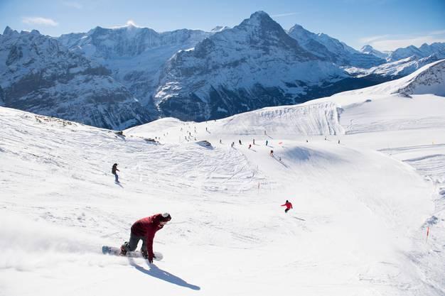Die Jungfraubahnen wollen in den Skigebieten von Grindelwald und Wengen die Zahl der Ski- und Snowboardfahrenden begrenzen.