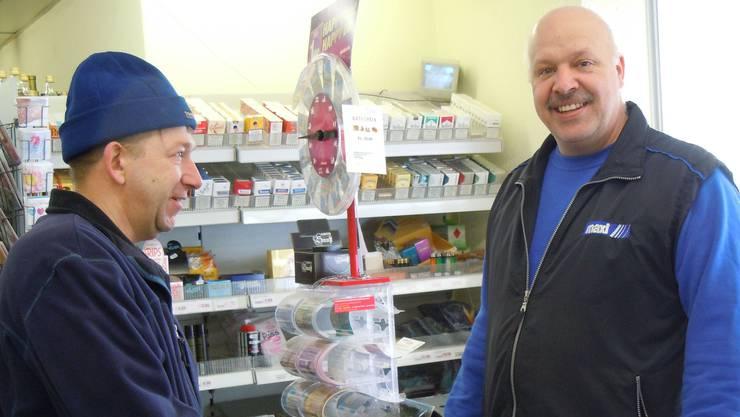 Möchte auch weiterhin an der Kasse stehen: Daniel Vögeli in seinem Dorfladen in Oberflachs