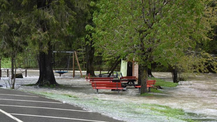 Überfluteter Spielplatz in Alt St.Johann.