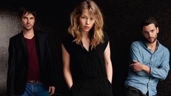 Anna Rossinelli und ihre Mitmusiker Georg Dillier (l.) und Manuel Meisel wollen ihr neues Album-Projekt in den USA produzieren.