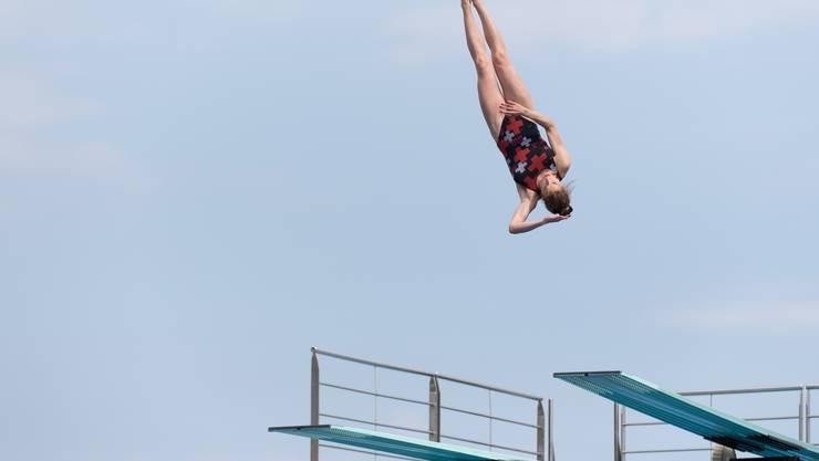 Vom 3-Meter-Brett springt sich die 16-jährige Fislisbacherin auf den zweiten Rang.