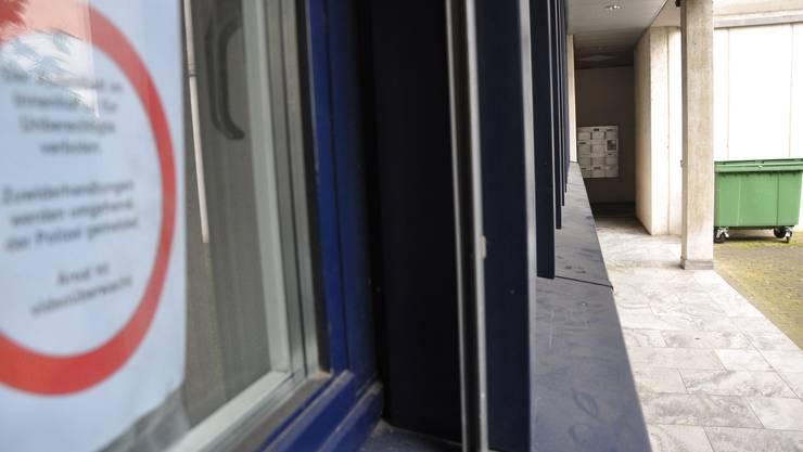 Wer nicht Mieter ist, darf sich im Innenhof der Liegenschaft Kirchstrasse 21 nicht mehr aufhalten.