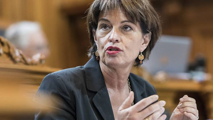 Bundesrätin Doris Leuthard will der Post-Führung bei Aufsicht und Löhnen genauer auf die Finger schauen. (Archivbild)