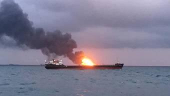 Unklare Ursache: Feuer auf dem Tanker im Schwarzen Meer vor der Südküste der Halbinsel Krim.