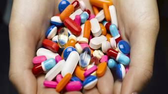 Die Medikamentenabgabe wird diskutiert (Symboldbild). HO