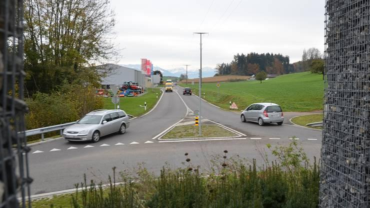 Auf der Wiese rechts südlich des Benzenschwiler Kreisels soll ein Durchgangsplatz für Schweizer Fahrende erstellt werden.