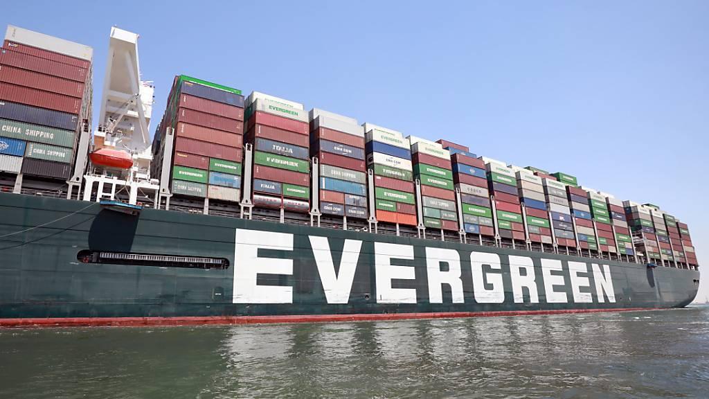 Erstmals nach Blockade fährt «Ever Given» wieder durch Suezkanal