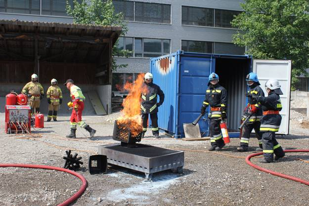 Im Gruppenführerkurs werden verschiedene Brandszenen nachgestellt.