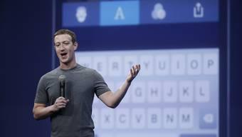 Facebook-Chef Mark Zuckerberg präsentiert die neuen Messenger-Funktionen.