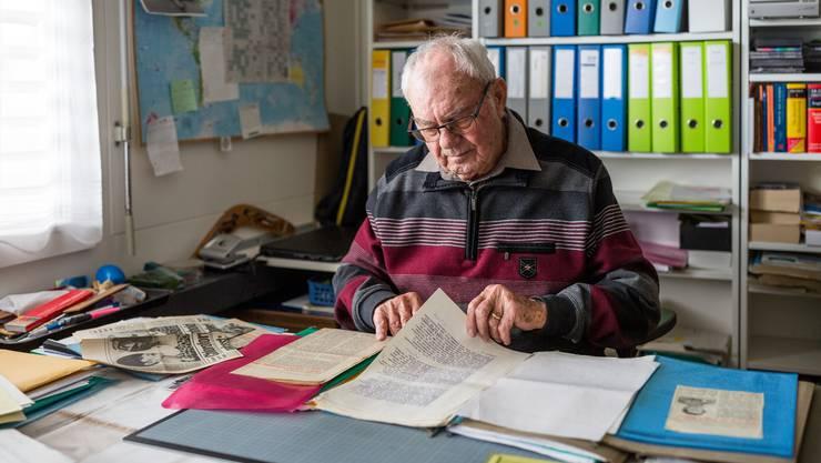 Max Engel (90) und seine Familie gehörten zu den Geschädigten von U. B. Die Akten hat er aufbewahrt. Noch immer beschäftigt ihn der Fall.