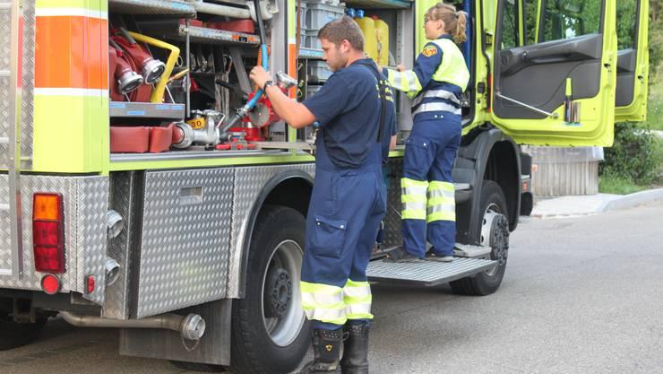 In ihrer Übung am Dienstag übte die Feuerwehr Uitikon den Umgang mit Materialien, die selten zum Einsatz kommen.