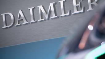 Der deutsche Autokonzern Daimler will laut einem Medienbericht bis zu 15'000 Stellen streichen. (Archivbild)