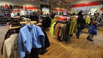 Jack Wolfskin steckt in finanzieller Not. Das Bild zeigt den Jack-Wolfskin-Laden in Solothurn, der 2016 neu eröffnet wurde. (Archiv)