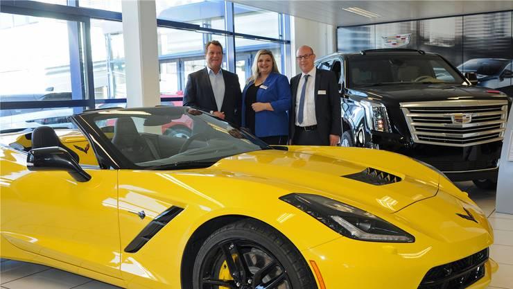 V.l.: André Steiner (CEO Emil Frey AG) und das OK des diesjährigen Blauen Salons mit Sandra Fichte (Marketing/Kommunikation) und Marc Stettler (Verkaufsleiter) vor dem Chevrolet Corvette Convertible 6.2 V8.
