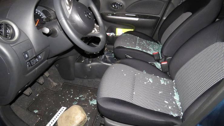 In Lenzburg wurden wiederholt Fahrzeuge aufgebrochen und Wertsachen entwendet.