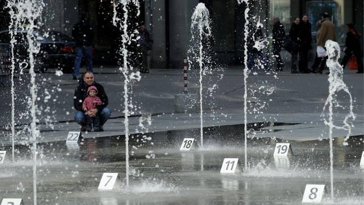 Das Wasserspiel auf dem Berner Bundeshausplatz.