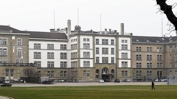 Gebäude der Kantonspolizei Zürich auf dem Kasernenareal,: Das Polizeikommando muss weiterhin in der alten Polizeikaserne nahe des Stadtzürcher Zentrums verbleiben.