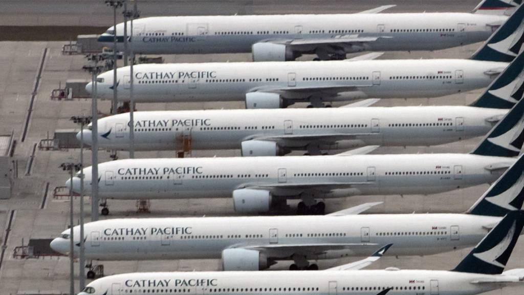 Cathay Pacific fliegt Rekordverlust ein