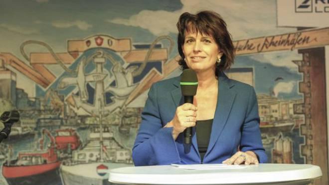 Sie kam ohne Geschenke: Verkehrsministerin Doris Leuthard trat am Basler Hafenfest auf. Foto: Martin Töngi