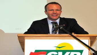SVP-Chef Silvio Jeker schwört die Parteibasis auf den Wahlkampf ein. SZ-Archiv