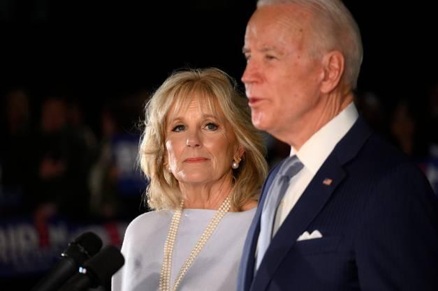 Biden tritt auch heute häufig mit seiner zweiten Frau Jill auf.