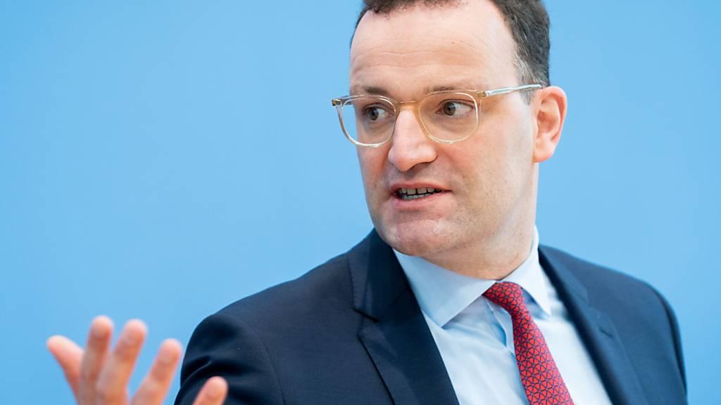 Jens Spahn (CDU), Bundesminister für Gesundheit, gibt eine Pressekonferenz zur Corona-Lage. Foto: Kay Nietfeld/dpa