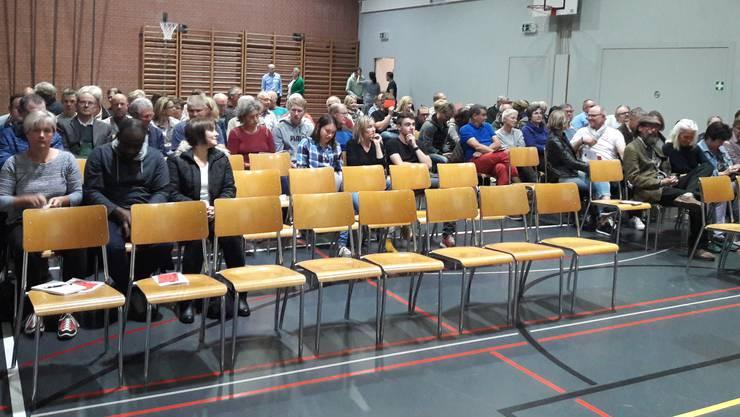 In Ueken nahmen 81 der 607 Stimmberechtigten an der ausserordentlichen Gemeindeversammlung teil.