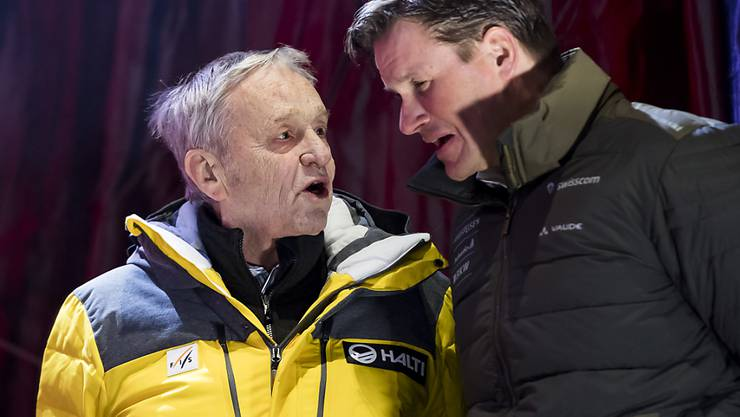 FIS-Präsident Gian Franco Kasper (links) und Swiss-Ski-Präsident Urs Lehmann anlässlich einer Medaillenvergabe an der alpinen Ski-WM im Februar 2019 in Are
