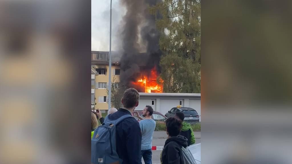 Uster ZH: Brand in Mehrfamilienhaus fordert ein Todesopfer