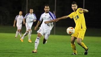 Oftringens 3:3-Torschütze Ivano Rizzo (links) und der Kölliker Fabian Böni haben den Ball im Visier.