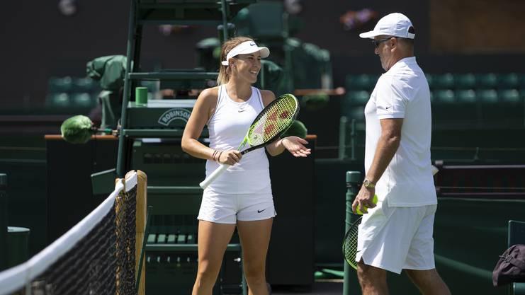 Gut gelaunt: Belinda Bencic und ihr Vater Ivan während des Trainings.