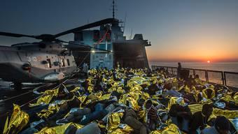 """Im Rahmen der """"Operazione Mare Nostrum"""" wurden über 100'000 Flüchtlinge aus dem Mittelmeer gerettet. Regisseur Markus Imhoof begleitete für seinen neuen Dokfilm """"Eldorado"""" eine der letzten Fahrten eines Marineschiffs von """"Mare Nostrum""""."""