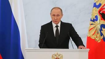 Wladimir Putin kündigt in seiner Rede an die Nation Gegenmassnahmen an.