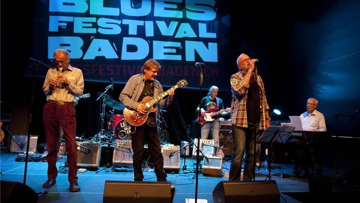 Premiere der Swiss Blues Legends am Bluesfestival Baden in der ausverkauften Halle 36. (Von links) Bernie Wenger (Blockflöte), Dinu Logoz (Gitarre), René Eberhard (Bass), Robert «Goofi» Egloff (Gesang). Rolf Jenni