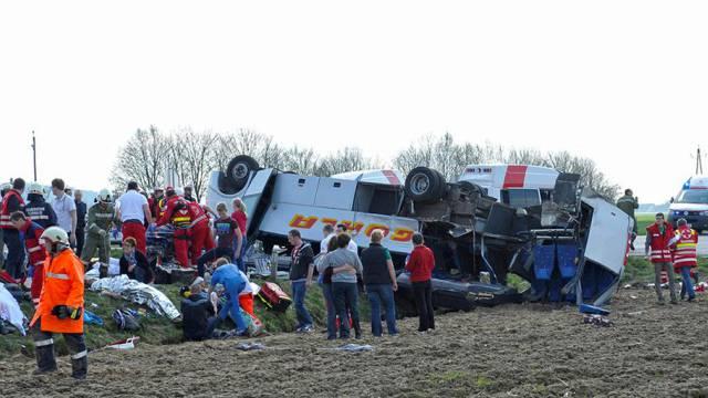 Ein Schulbus kollidierte in Braunau mit einem Lastwagen