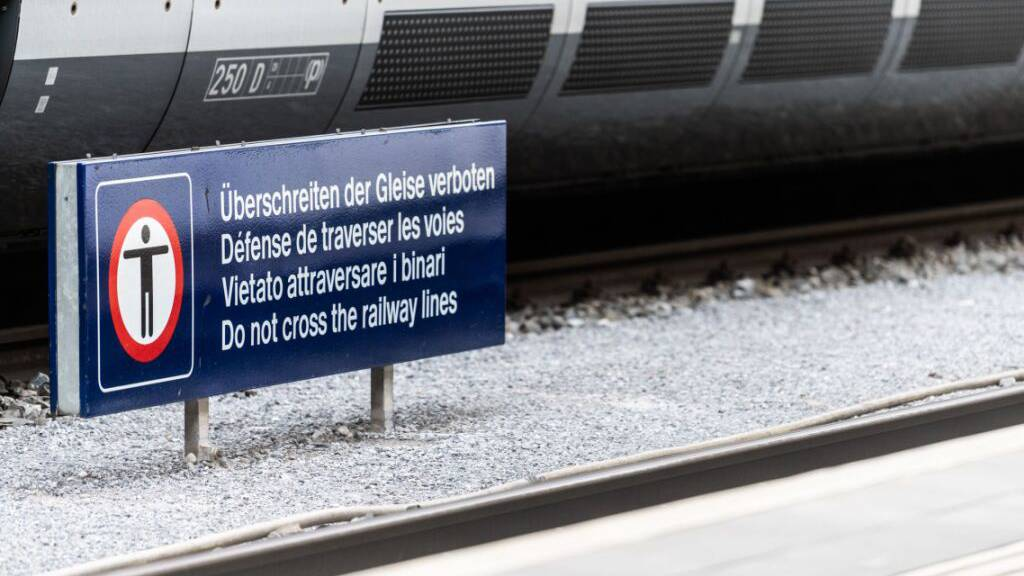 Sprachenvielfalt am Bahnhof Chur: Selbst im Heimatkanton der Rätoromanen fungiert Englisch als vierte Landessprache.