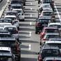 Mit Mobility Pricing können Verkehrsspitzen geglättet werden. Der Bundesrat will nun Pilotversuche ermöglichen. Zudem prüft er den Ersatz der heutigen Abgaben durch eine Kilometerabgabe. (Themenbild)