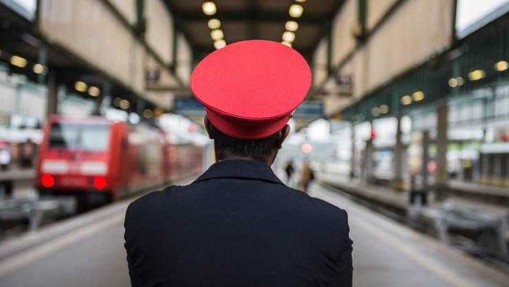 In der Öffentlichkeit stark wahrgenommen wurden die Arbeitskämpfe bei der Deutschen Bahn und der Lufthansa.