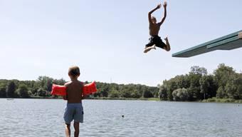 Ob Sportunterricht im Schwimmbad, Ausflüge in den Wald oder Unterricht in kühleren Räumen: Die Lehrpersonen wüssten am besten, einen dem Wetter entsprechenden Unterricht zu organisieren, meint das Volksschulamt. (Symbolbild)