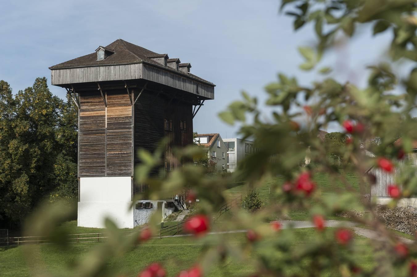 ...und der Tröckneturm. Er entstand in der Blütezeit der St.Galler Textilindustrie (© Tagblatt/Hanspeter Schiess)