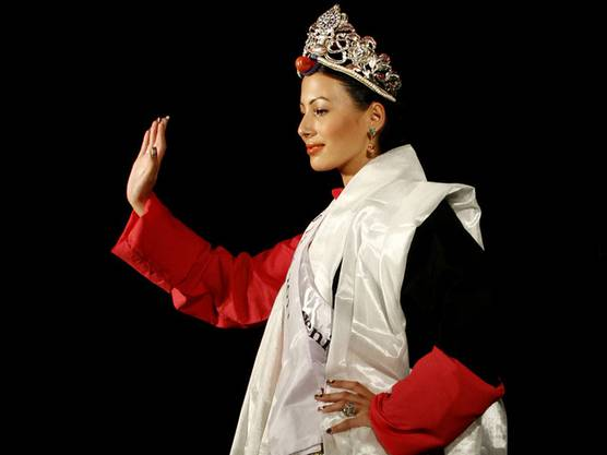 Grüsst vom Schönheitsthron Tibets: Miss Tibet mit Schweizer Pass, Tenzin Yangkyi