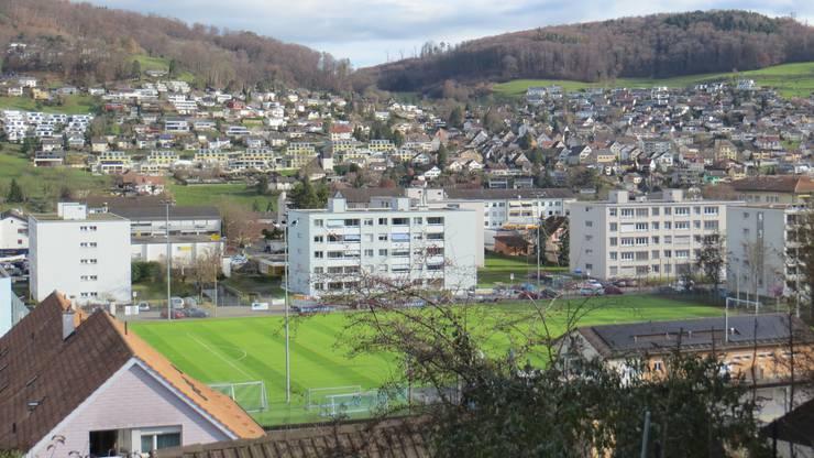 Von dort oben kann man auch das Fussball Stadion vom FC Frenkendorf bestaunen, richtig sogar im Hintergrund hat es Füllinsdorf